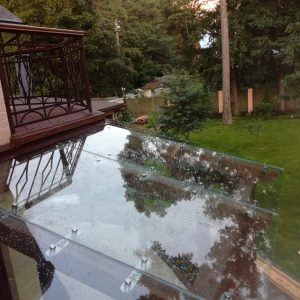 Стеклянная крыша навеса